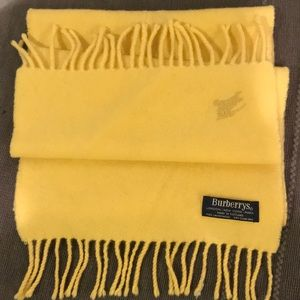 Burberry lambswool long yellow scarf💖